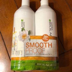 Matrix biolage smoothproof shamp/cond LT w/pumps